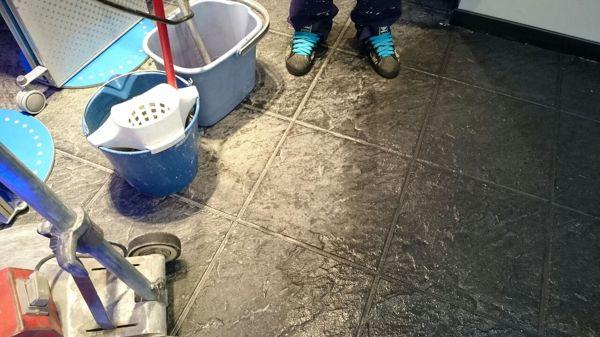 C mo cambiar un suelo demasiado poroso habitissimo - Limpiar suelos muy sucios ...