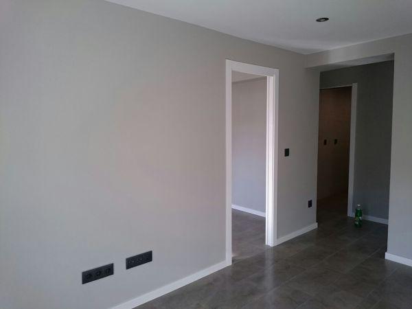 Si el suelo es gris de que color ir a bien en las for Paredes grises y puertas blancas