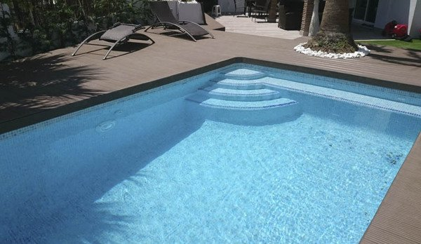 El suelo m vil de madera ipe para piscina desti e for Madera para piscinas