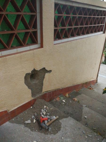 C mo reparar unas grietas en la pared exterior del aljibe - Reparar grietas pared ...
