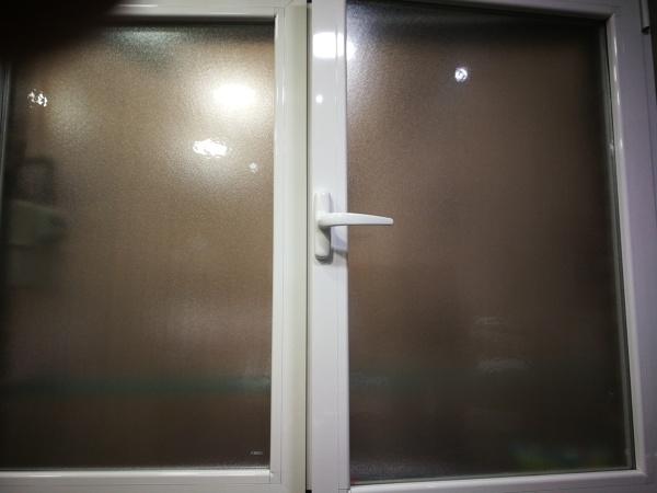 ¿Podría instalar una mosquitera en una ventana abatible?