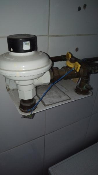 ¿Quién es el responsable de quitar una instalación de gas natural que ya está dada de baja?
