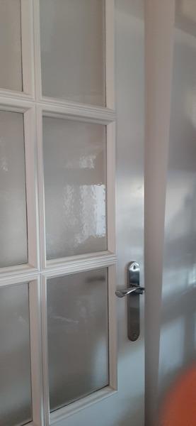 ¿Puerta con molduras entra en el interior de un casoneto?