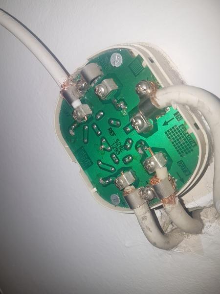 ¿Cómo conectar un decodificador a una toma de antena satélite?