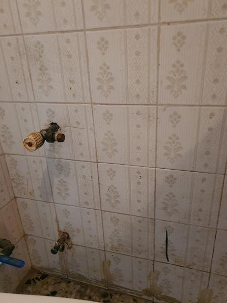 ¿Podría mover el radiador para poner una puerta corredera?