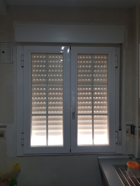 ¿Cuánto costaría poner un tapajuntas en una ventana de aluminio?