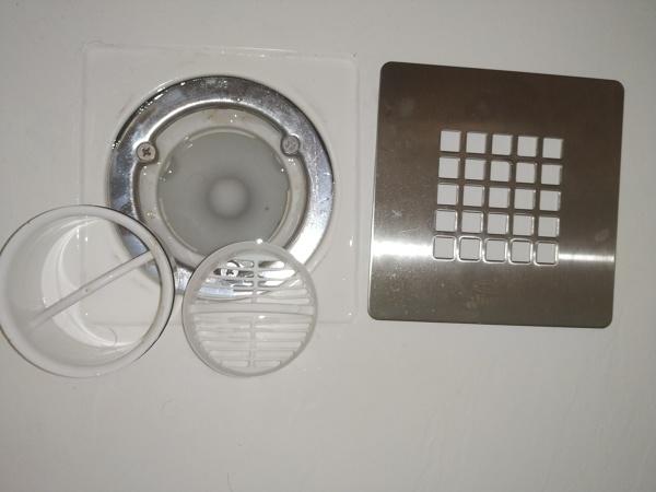 ¿Cómo hacer que el plato de ducha extra plano desagüe correctamente?