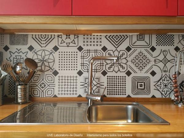 Esta pared es de azulejos o vinilo qu tal aguanta el for Vinilos para azulejos de cocina