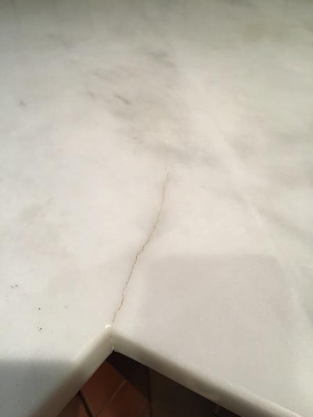 ¿Hay alguna forma de reparar las grietas de la encimera?