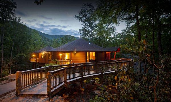 ¿Cuánto cuesta una casa una casa de madera de 100 m²?