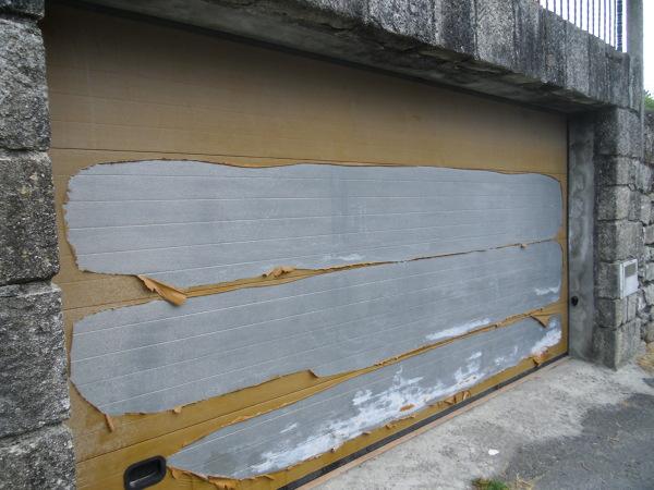 Qu pintura es la ideal para una puerta de garaje for Como restaurar una puerta
