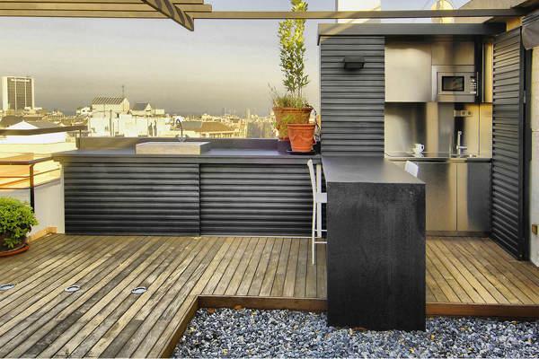 ¿Qué material es mejor para una bancada exterior?