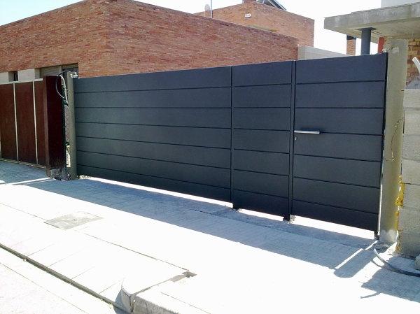 Presupuesto puerta garaje aluminio online habitissimo for Puerta garaje