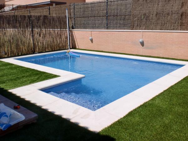 Cuantos escalones tiene la piscina habitissimo for Costo para construir una piscina