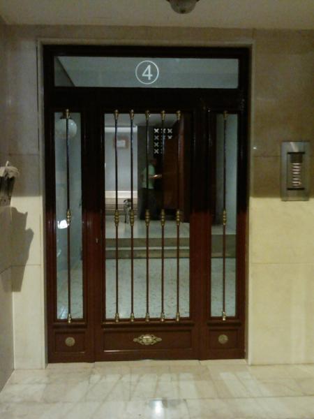 ¿Cuál es el costo aproximada de una puerta como esta?