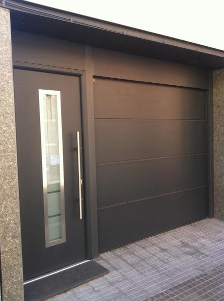 Cu nto costar a una puerta de garaje como esta habitissimo - Puertas abatibles garaje ...