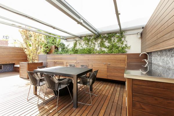 ¿El techo es totalmente móvil o abatible?