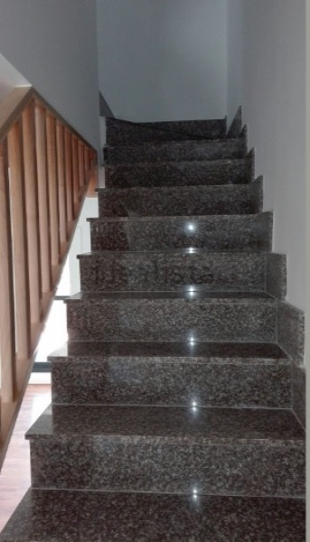 Cambiar escalera de granito a madera habitissimo for Escaleras de marmol y granito