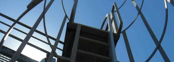 ¿Hacéis suministro de escalera fija vertical o solo instalación?