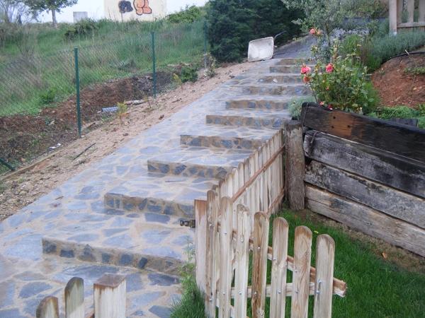 C mo revestir una escalera con piedra de r o habitissimo - Escalones de piedra ...