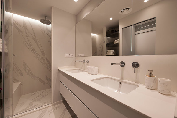 ¿Puedo poner iluminación LED en la zona de la ducha?
