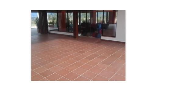 C mo limpiar un piso de gres r stico manchado por la - Como limpiar suelos de gres ...