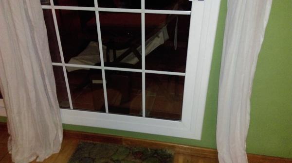 puedo poner una gatera en puerta corredera de doble vidrio