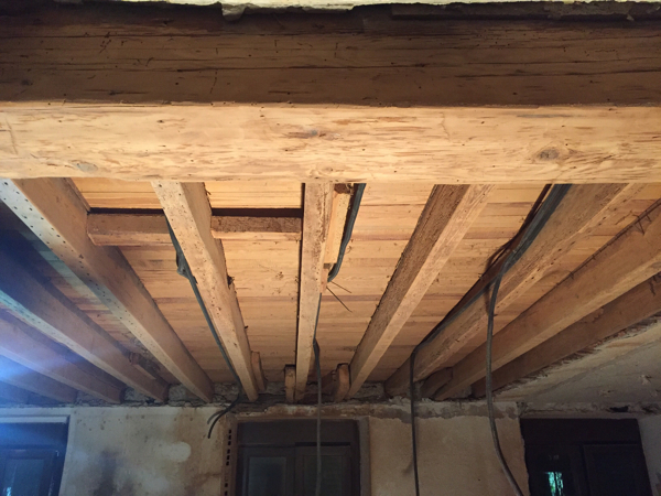 ¿Cómo aislar acústicamente entre solivos este techo lo máximo posible?