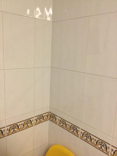 C mo tapar azulejos con greca en la cocina habitissimo - Tapar azulejos cocina ...