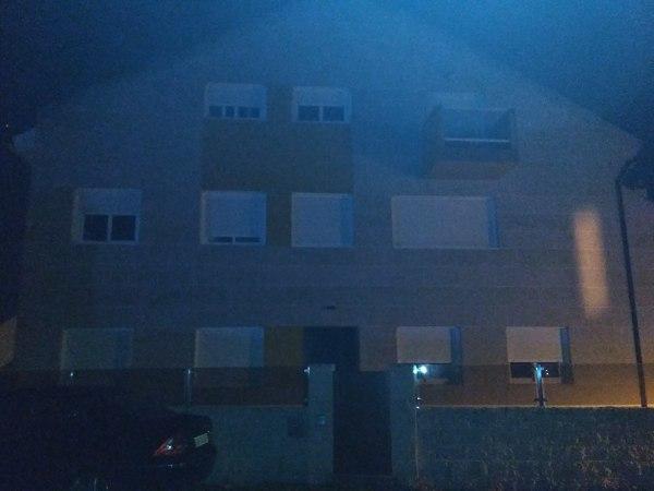 ¿Existe alguna ley que delimite como colocar luces en el jardín de una vivienda?
