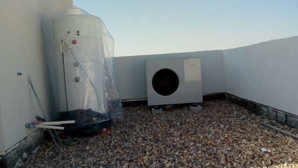 ¿Ven correcto la instalación de esta máquina exterior aerotermia?