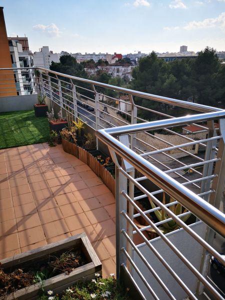 ¿Cubrir barandilla de terraza con metacrilato, cristal o similar?