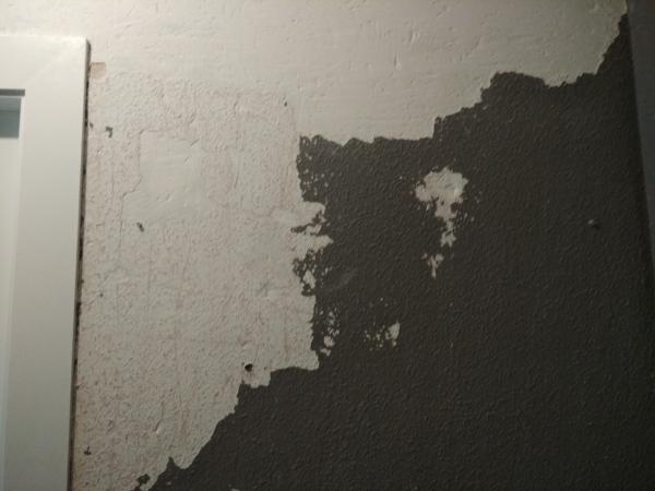 ¿Cómo reparar una pared de picotazos después de quitar gotelé?