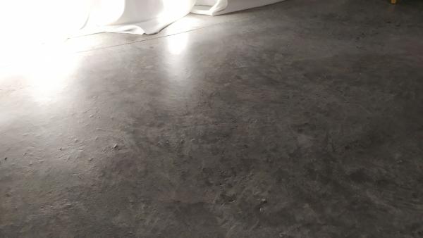 ¿Como limpiar el suelo de hormigón?