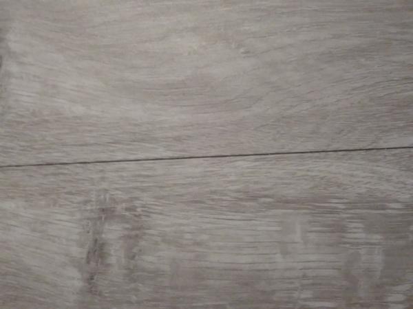 ¿Cómo arreglar suelo vinílico?