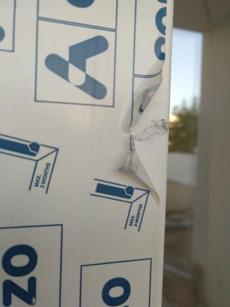 ¿Puedo reclamar esta ventana de PVC dañada?