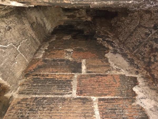¿Podría arder el hollín de esta chimenea?