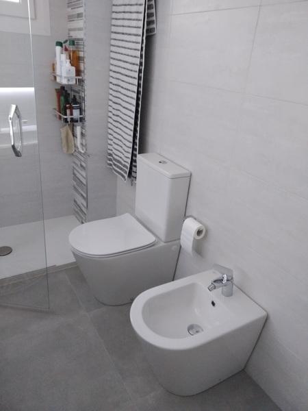 ¿Podría instalar wc y bidé suspendidos?