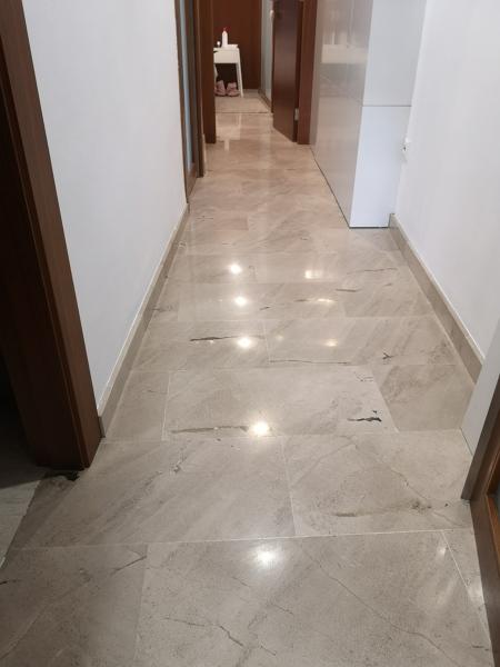 ¿Qué costaría pulir un suelo de mármol?