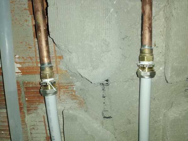 Hay fuga en el conector izquierda. ¿Qué material específica es necesario para conectar mejor los tubos?
