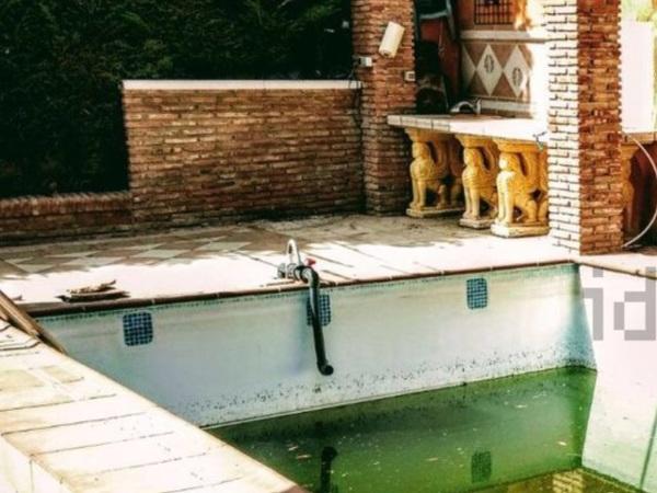¿Cómo arreglar una piscina con los skimmers tapados?