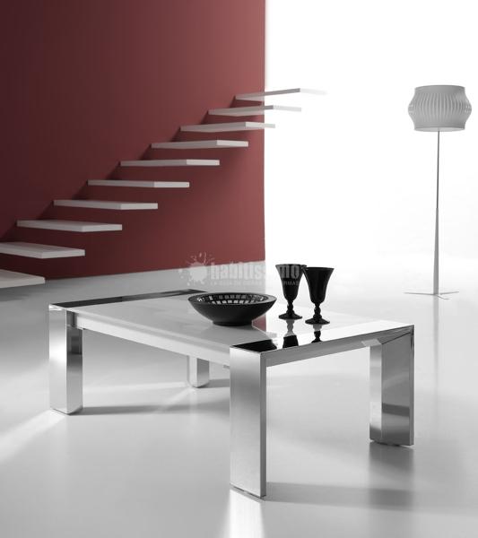 ¿Cuáles son las medidas y materiales de esta mesa?