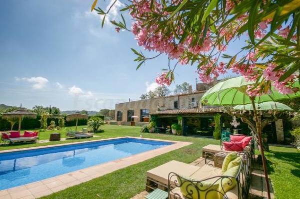 Presupuesto suelo jardin en madrid online habitissimo for Cuanto me cuesta hacer una piscina
