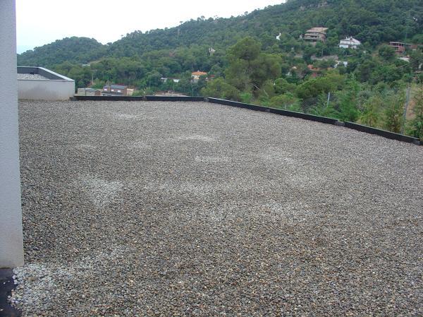 ¿Dónde adquirir vigas de hierro para hacer un muro en Asturias?