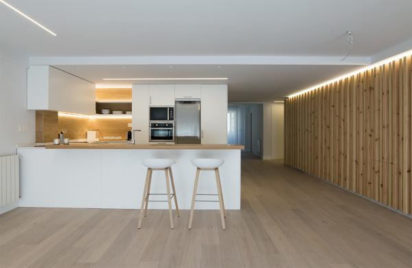 Qu material se ha utilizado para tapar el azulejo sobre la encimera de la cocina habitissimo - Material encimera cocina ...