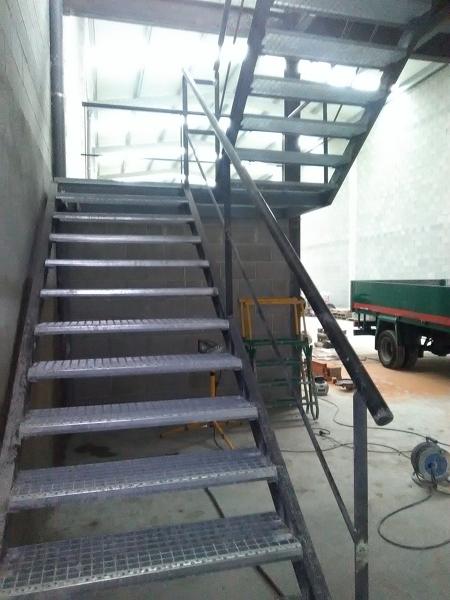 ¿Cuáles son las medidas aproximadas de esta escalera?