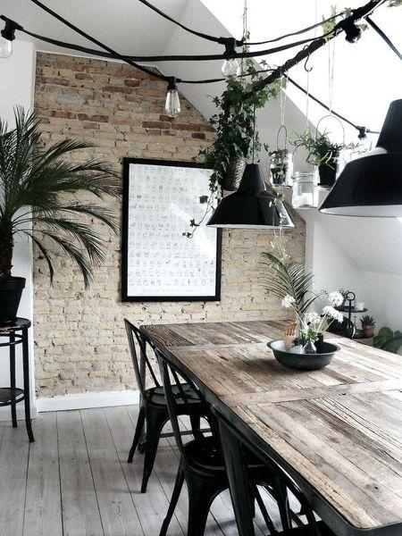 ¿Dónde puedo encontrar la mesa?