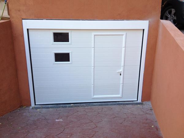 Presupuesto instalar puerta garaje abatible online for Garaje castellon