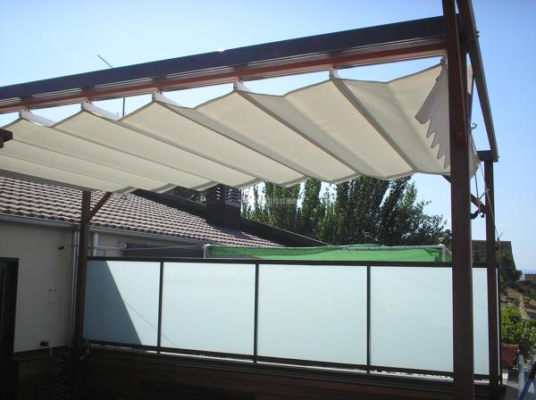 C mo se sujeta la carpinter a met lica en una terraza for Estructuras aluminio para toldos