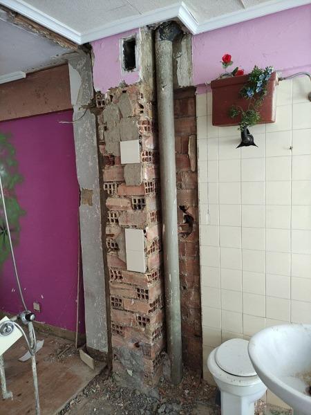 ¿Podría derribar una columna de ladrillo?